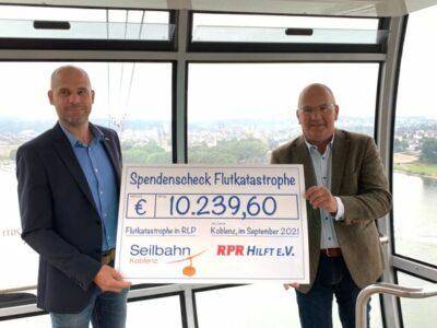 Seilbahn Koblenz übergibt Spendenscheck an RPR Hilft e.V.